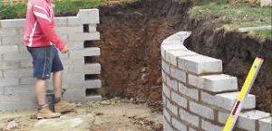 Construction d'un muret de cloture en parpaing